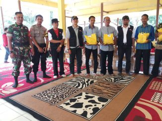 Babinsa Koramil Babulu Dampingi Wakil Bupati Serahkan Bantuan Korban Banjir /theeast.co.id