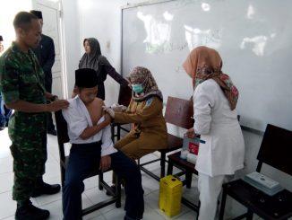 Tingkatkan Kesehatan, Dinkes Nganjuk Bersama Babinsa Beri penyuluhan Kesehatan di SMP Al Agla Desa Sukorejo/theeast.co.id