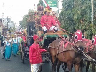 Babinsa Gandekan bersama warga Merajut Kebhinekaan Melalui Kirab Budaya Bhineka/theeast.co.id