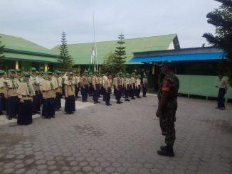 Bina Kedisiplinan Sejak Dini, Personel Koramil 05/Muara Jawa Latih PBB Di SD Muhammadiyah Kelurahan Muara Jawa Pesisir./theeast.co.id