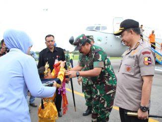 Panglima TNI Meninjau dan Berdialog Dengan Korban Banjir Konawe Utara/theeast.co.id