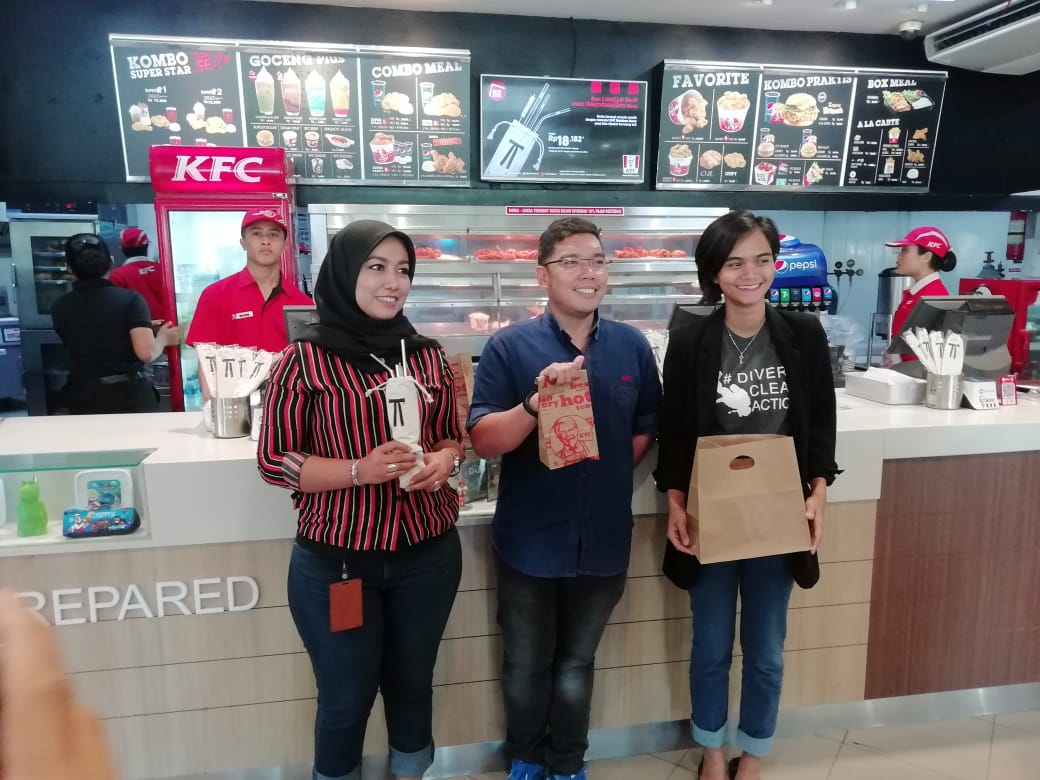 KFC Tiga Kota di Indonesia sudah Pakai Paper Bag bagi Konsumen /theeast.co.id