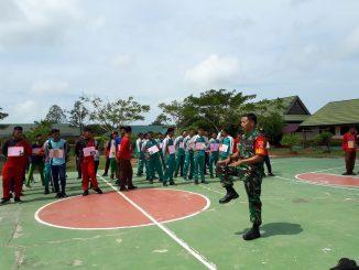 Tanamkan Kedisiplinan, Babinsa Girimukti Latih Disiplin SMA N 5 PPU/theeast.co.id