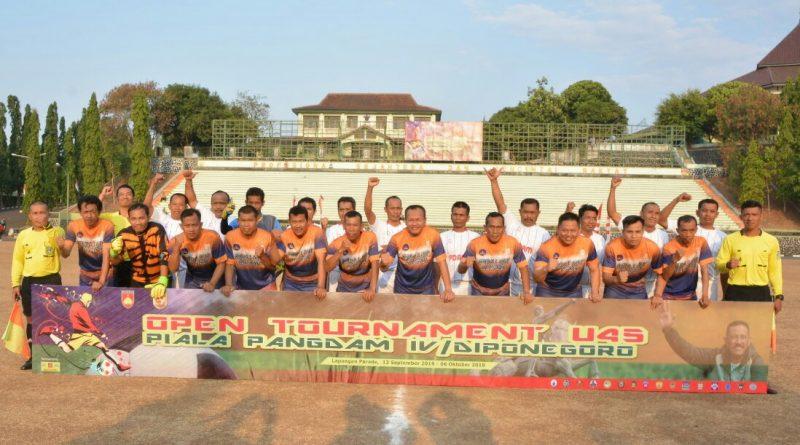 16 Tim Berlaga Dalam Kejuaraan Sepak Bola U 45 Piala Pangdam IV/theeast.co.id
