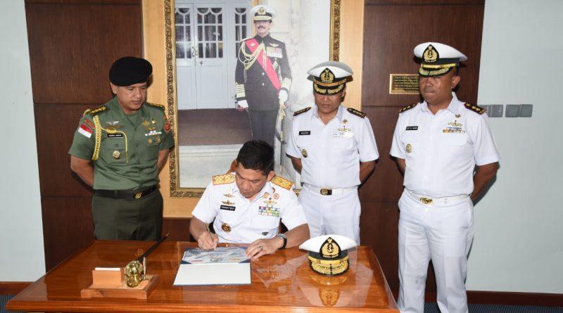 TNI AL Kirim Satgas Port Visit Jalin Silaturahmi dengan Angkatan Laut Brunei Darussalam/theeast.co.id