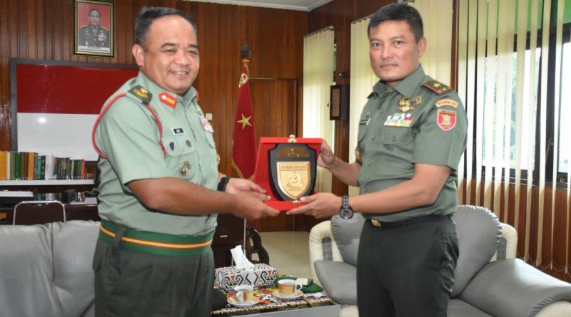 UNIT Commander Meeting (UCM) dan Kunjungan Timbal Balas Panglima Briged ke 5 Infanteri Tentra Diraja Malaysia ke Wilayah Korem 091/ASN/theeast.co.id