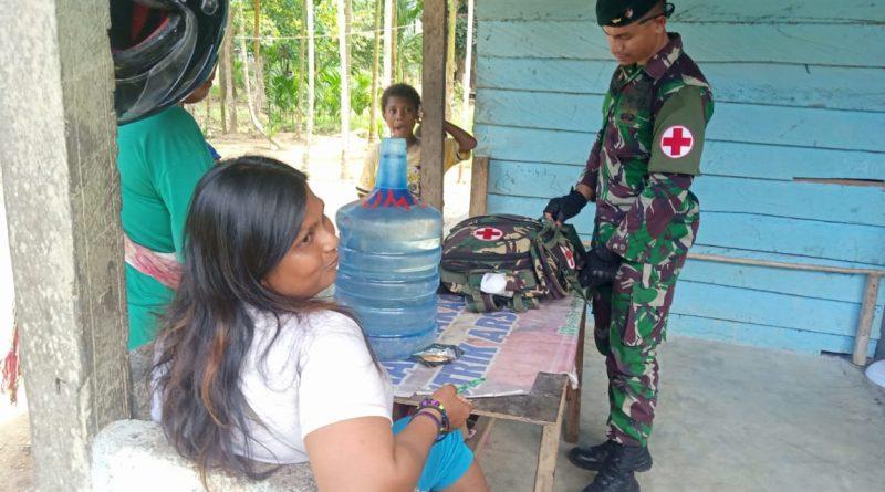Wujudkan Kebersamaan dan Kesehatan Warga Papua, Satgas Yonif R 300 Gelar Pengobatan di Mannem/theeast.co.id
