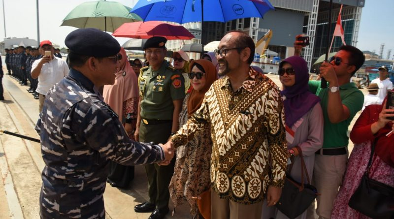 Kapal TNI AL Tiba di Bandar Seri Begawan Disambut Antusias Masyarakat Brunei Darussalam/theeast.co.id