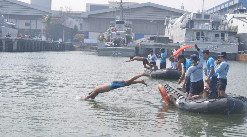 Renang Estafet1.500 Meter Meriahkan Hari Armada 2019 II di Koarmada II/theeast.co.id
