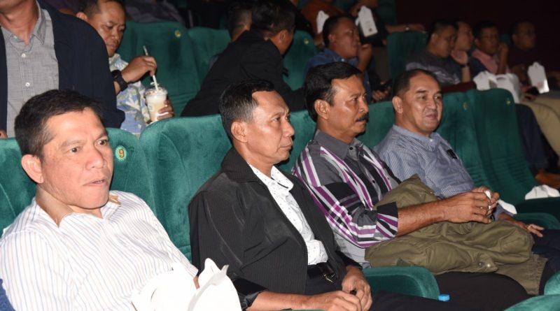 Disela Kesibukan Pangkoarmada II Nobar Bersama Para Kasatker/theeast.co.id