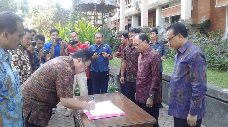 Pemprov Bali Hibahkan 4 Mobil ke Tiga Institusi Pusat di Bali/theeast.co.id