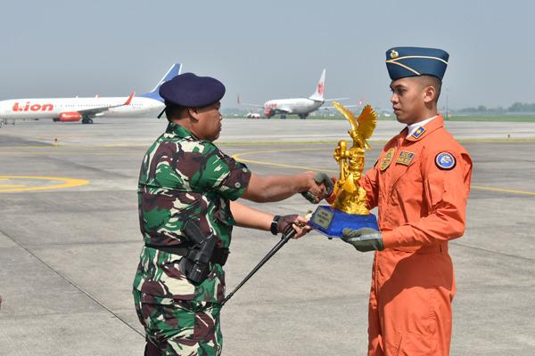 Kodiklatal Luluskan 10 Perwira TNI AL Dalam Program Pendidikan Perwira Penerbang/theeast.co.id