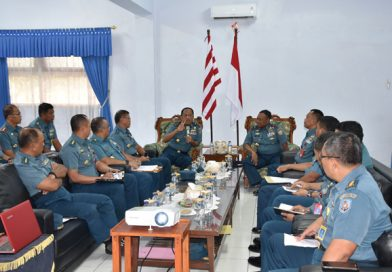 Komandan Kodiklatal Makan Bersama dengan Siswa Kodikopsla/theeast.co.id