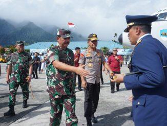 Panglima TNI dan Kapolri Melepas Jenazah Korban Heli Mi-17/theeast.co.id