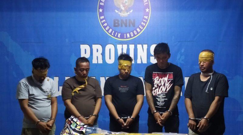 BNN Kalbar Amankan 5 Pelaku dan 4 Kg Sabu Asal Malaysia/theeast.co.id
