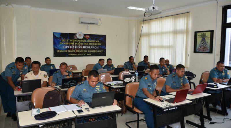 Mahasiswa Prodi Pascasarjana S-2 Asro STTAL Kuliah Jarak Jauh Secara Daring Online/theeast.co.id