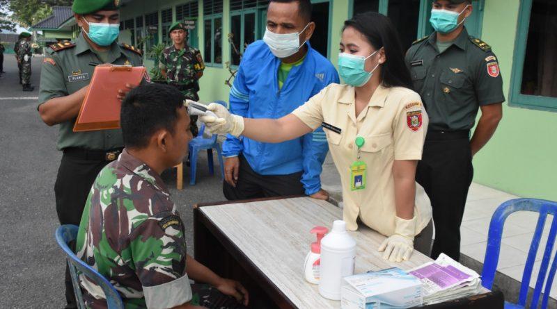 Antisipasi Virus Corona, Prajurit Korem 091/ASN di Periksa Suhu Tubuh/theeast.co.id