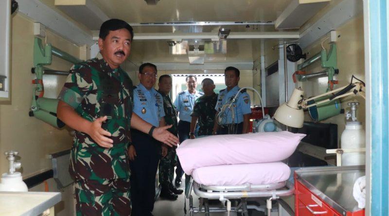Panglima TNI Meninjau Kontainer Medik Udara TNI AU dan Unit Bedah Lapangan/theeast.co.id