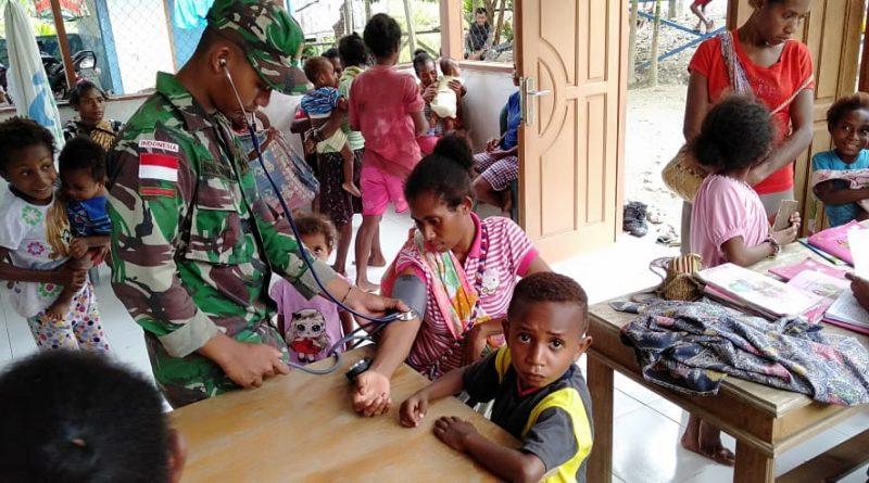 Satgas Raider 300 Membantu Kegiatan Imunisasi Balita dan Berikan Pelayanan Kesehatan/theeast.co.id