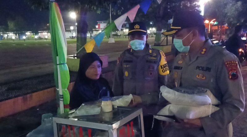 Peduli Dampak Covid-19, Polres Batang Berikan Tali Asih ke Pedagang/theeast.co.id