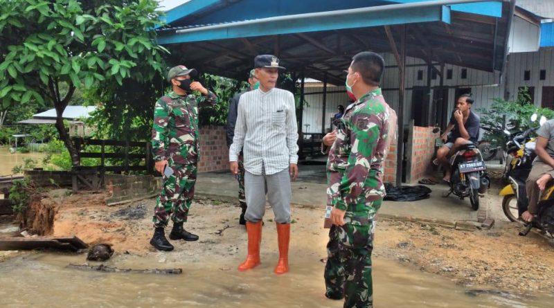 Prajurit TNI Kodim 0908 Bontang, Siaga di Desa Makarti, Kabupaten Kukar, Antisipasi Banjir Susulan/theeast.co.id