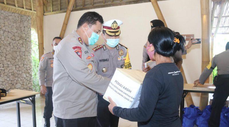 Kapolda Bali Support Sembako bagi Pekerja Pariwisata di Kabupaten Buleleng/theeast.co.id