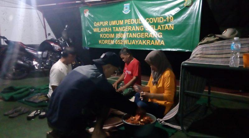 Dapur Umum TNI-Polri Peduli Distribusikan 500 Nasi Bungkus Makan Sahur Siap Saji/theeast.co.id