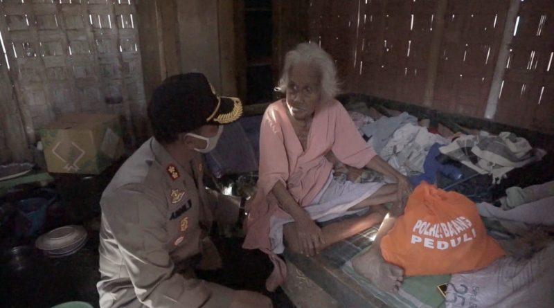 Kapolres Batang Sisir Kaum Duafa untuk Bagikan Sembako/theeast.co.id