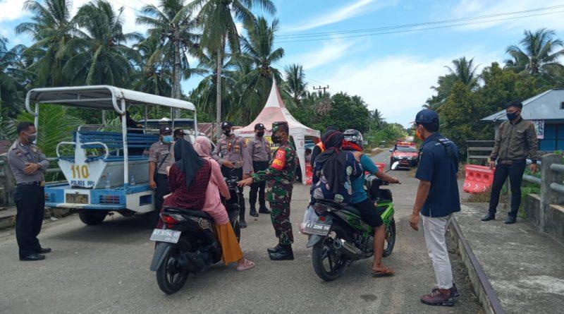 Aparat Gabungan TNI-Polri, Larang Warga Berwisata Pantai Tanjung Jumlai/theeast.co.id