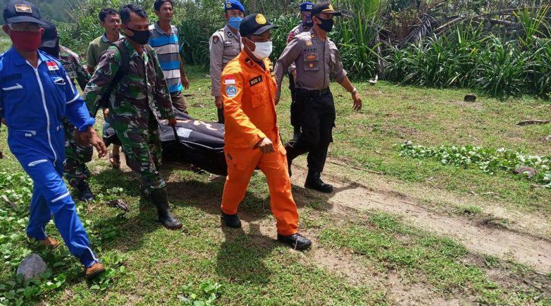 Serda Bahari Saragih dengan Sigap Bersama Tim Gabungan Evakuasi Korban Tenggelam/theeast.co.id