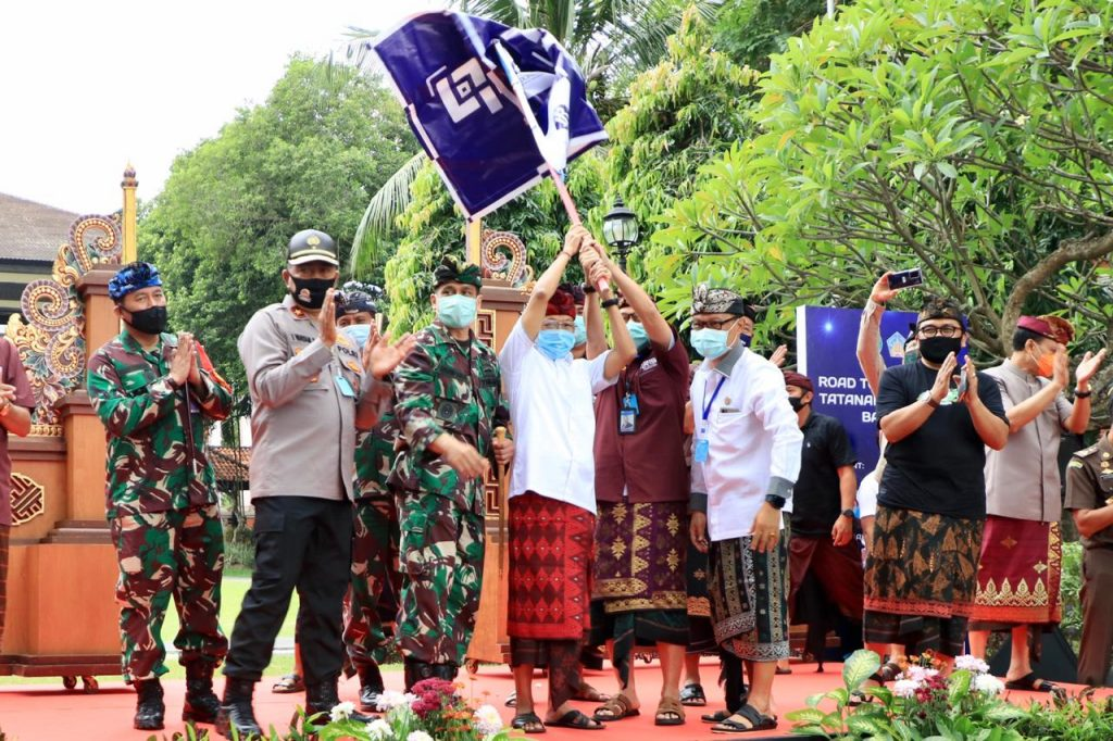 Gubernur Bali Lepas Konvoi Ratusan Mobil Kuno ke Tiga Obyek Pariwisata Bali untuk Awali New Normal/theeast.co.id