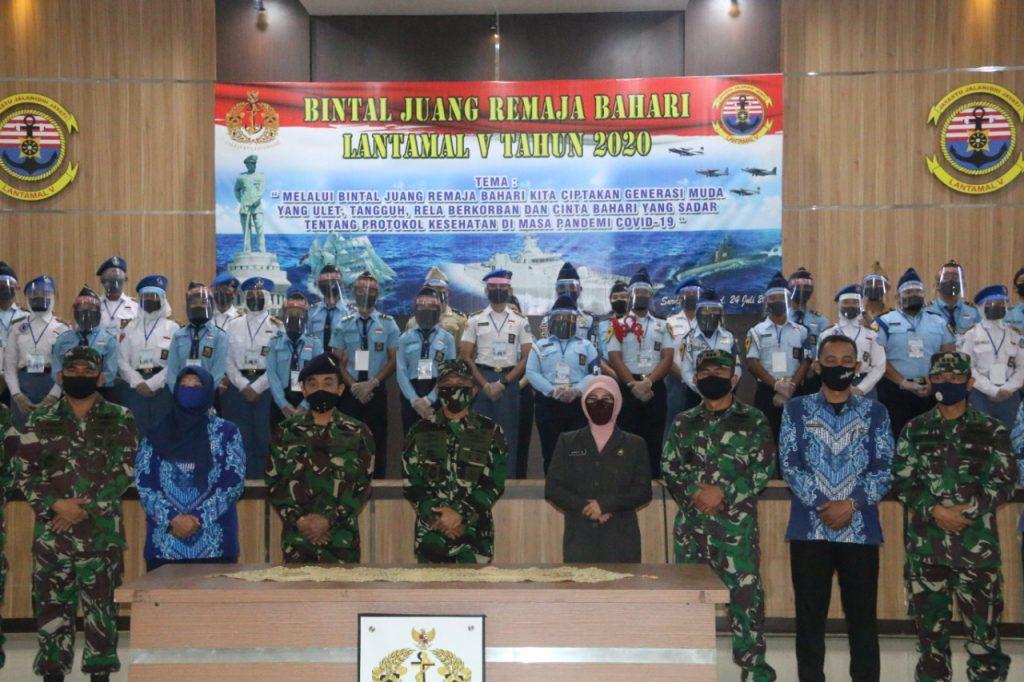12 Siswa SMK KAL-1 Ikuti Bintal Juang Remaja Bahari di Mako Lantamal V/theeast.co.id