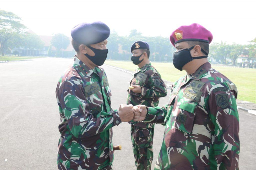 Komandan Kodiklatal Lepas Satgas Pusdiklat TNI AL Sorong Papua/theeast.co.id