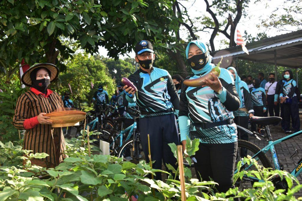 Pangkoarmada II dan Ketua DJA II Tinjau Lahan P2L dengan Bersepeda Bersama/theeast.co.id