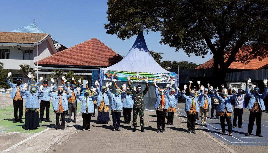 19 Wali Kelas dan Kepala Sekolah SMK KAL-1 Sasar ke Rumah Siswa dalam Pembelajaran Daring/theeast.co.id