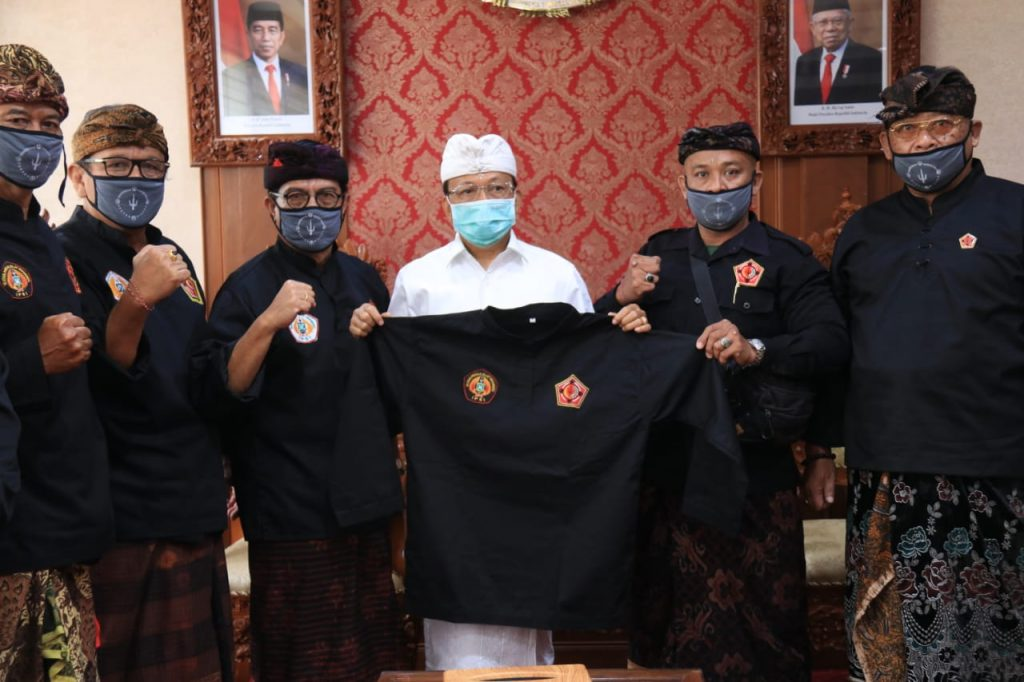 Selalu Menjaga Kearifan Lokal, PPS Kertha Wisesa Daulat Gubernur Koster sebagai Penasehat/theeast.co.id