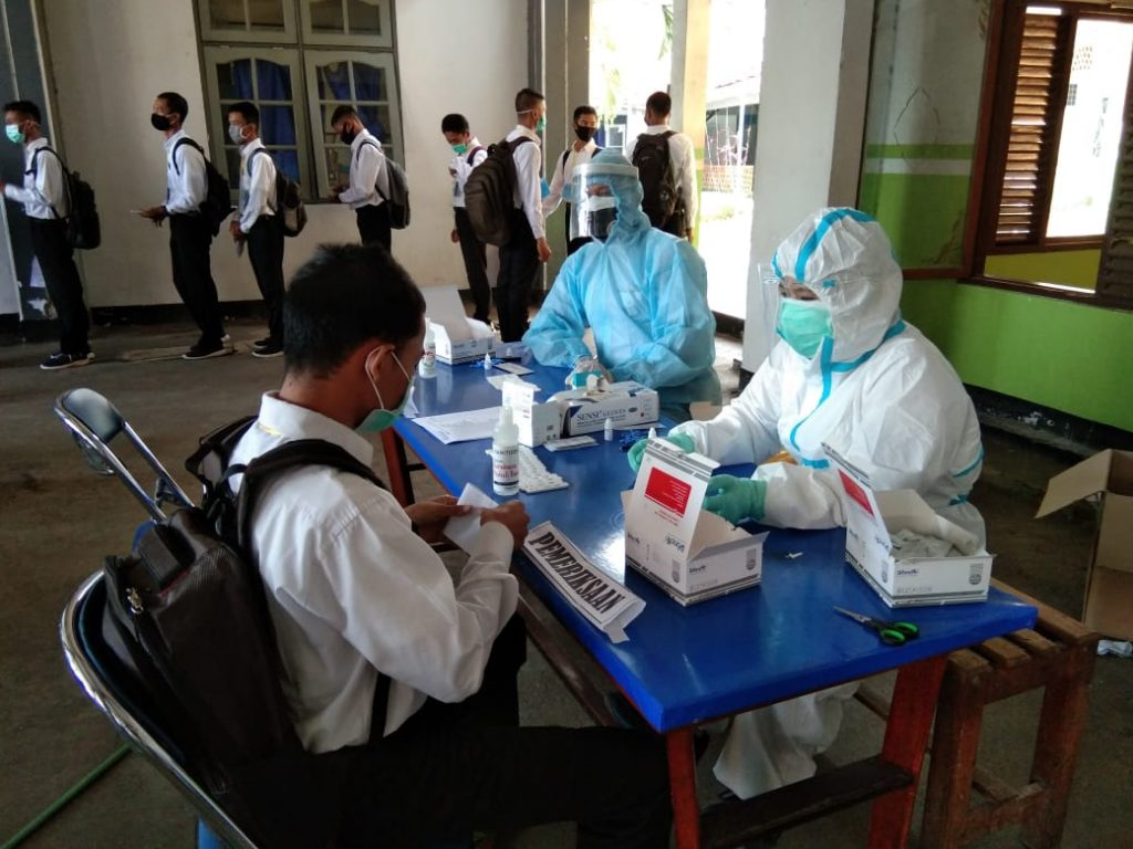 Para Calon Siswa Bintara Pria dan Tamtama PK TNI AL Gel. II TA. 2020 laksanakan Rapid Test di Mako Lanal Tegal/theeast.co.id