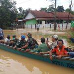 Lanal Cilacap Berikan Bantuan kepada Korban Terdampak Banjir